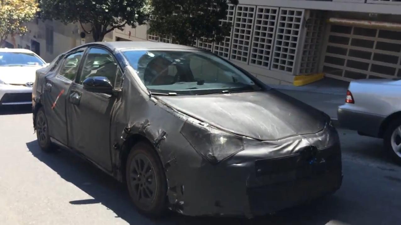 2016-Toyota-Prius-5